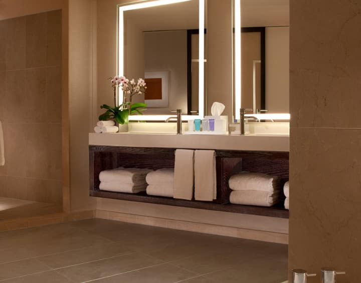 Luxury Corner Suite Roll-in shower